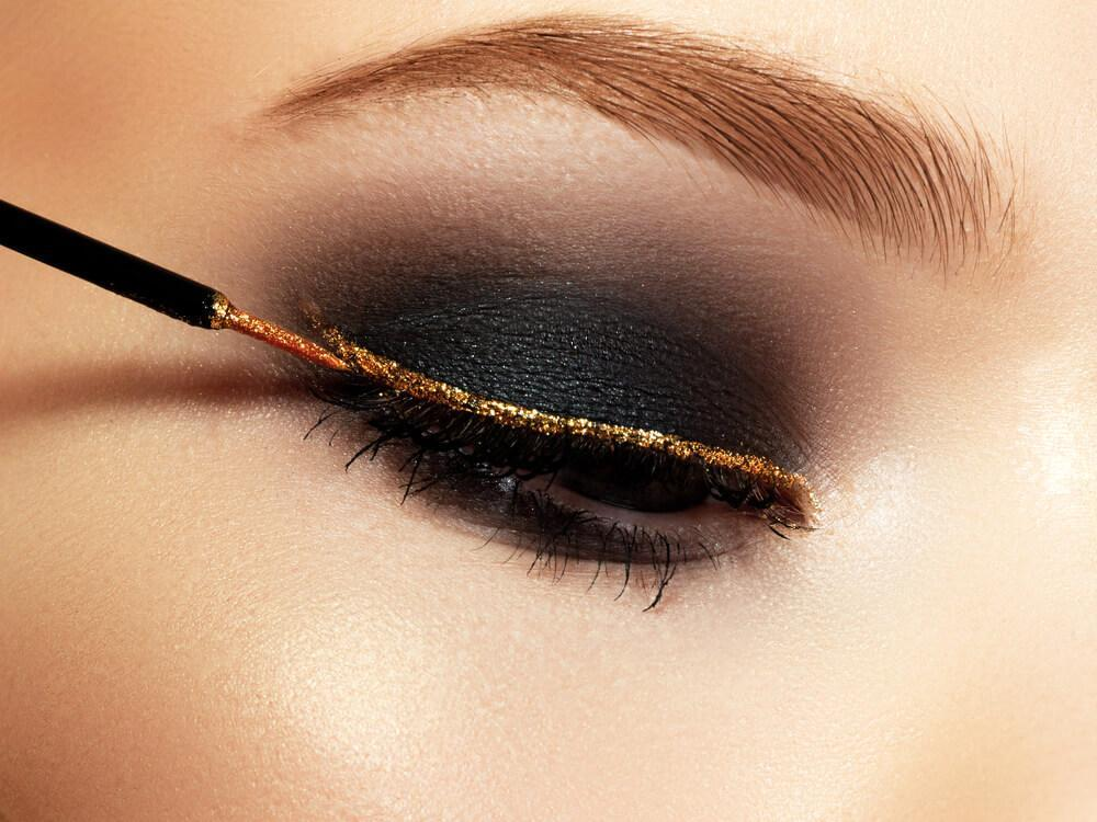 bronze glitter eyeliner on black eyeshadow