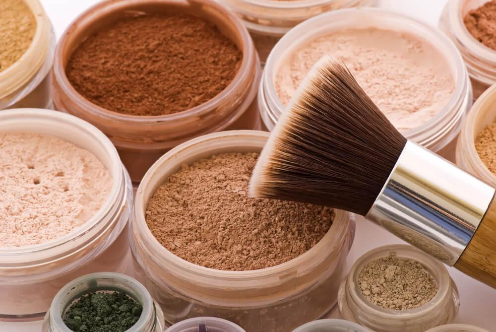 Mineral makeup with brush