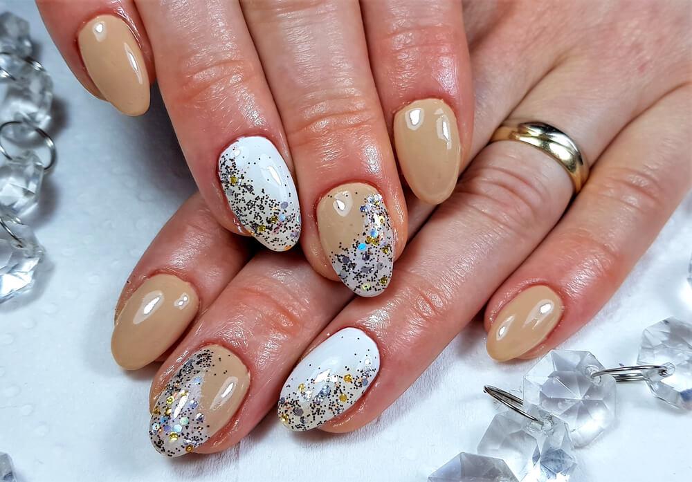Nail art glittery