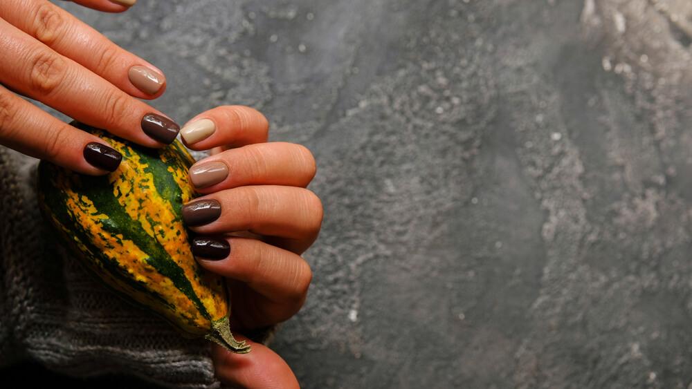 Neutral nail colors